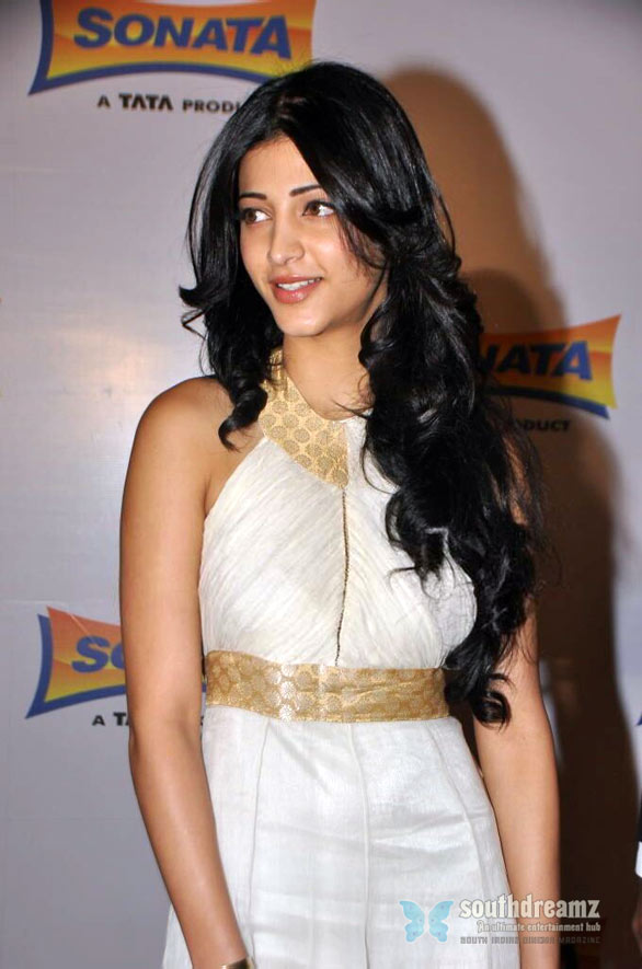 hot tamil actress shruti hassan glamour stills 8 Is Shruti Haasan dating her co star Siddharth?