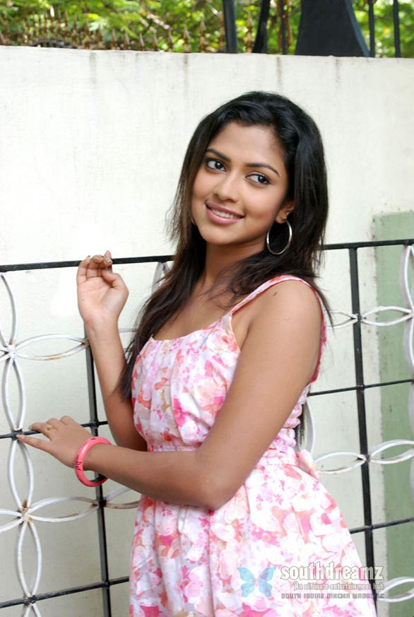 malayalam actress amala paul glamour stills 9 Mynaas kitty full but no call sheet problems