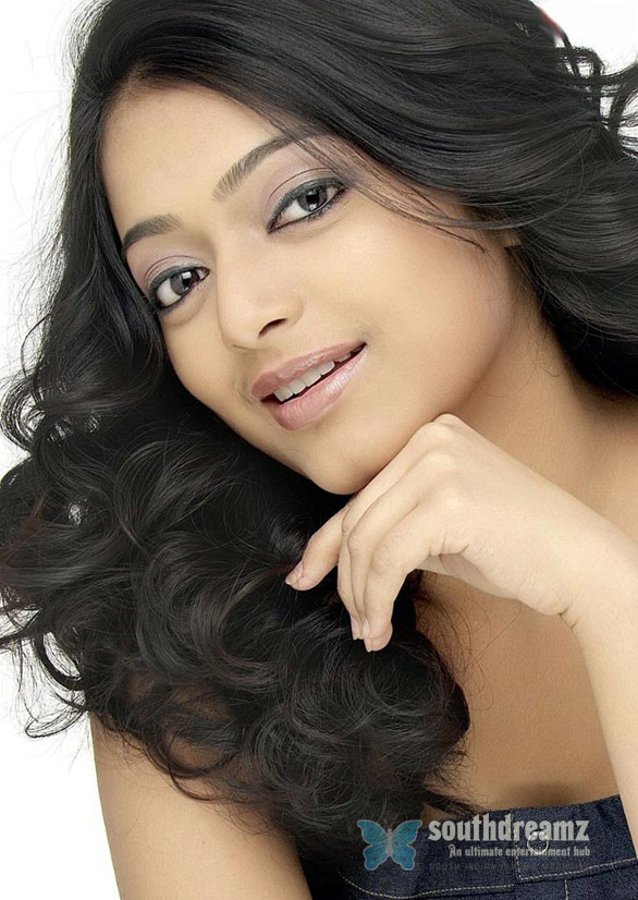 Avan Ivan Tamil Film Actress Janani Iyer Photo Gallery Janani Iyer in 3 dots