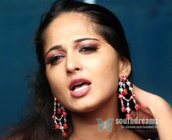 anushka shetty hot IT raid at Nagarjuna, Anushka, Ravi Teja houses!