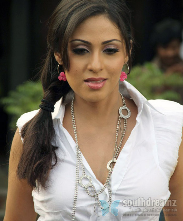 Sada At Puli Vesham Movie On Location stills07 Sada settles for item number
