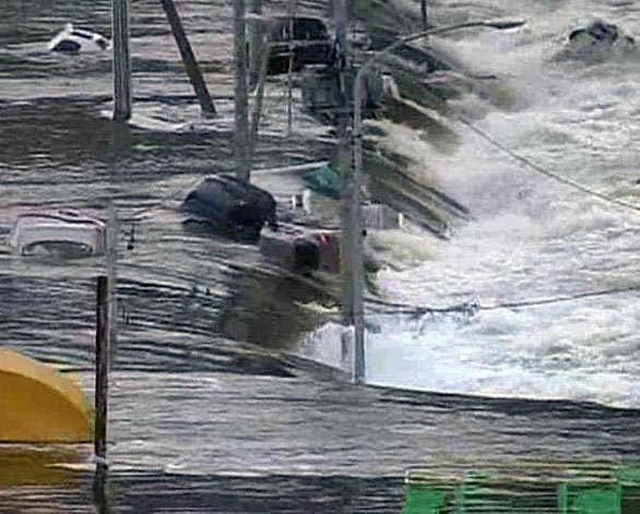 massive tsunami in japan after earthquake 8.9 stills 11 Ground video of massive tsunami in Japan