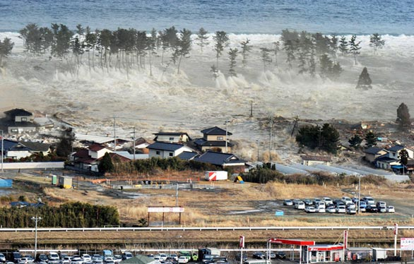 massive tsunami in japan after earthquake 8.9 stills 17 Ground video of massive tsunami in Japan