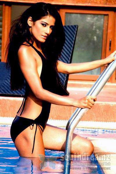 Model Poonam Pandey to go nude if India wins Cup 19 Model Poonam Pandey to go nude if India wins ICC Cricket World Cup