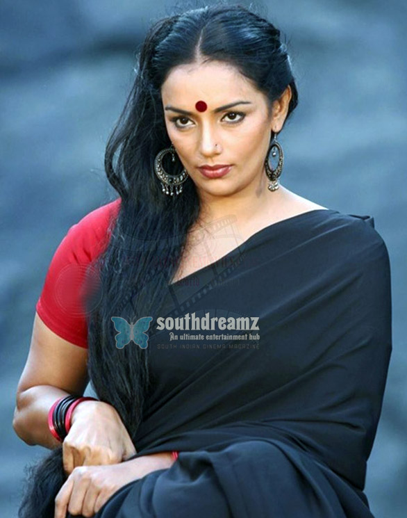 Shweta Menon is an Indian actress who has appeared in over 30 films 2 Sweta Menon