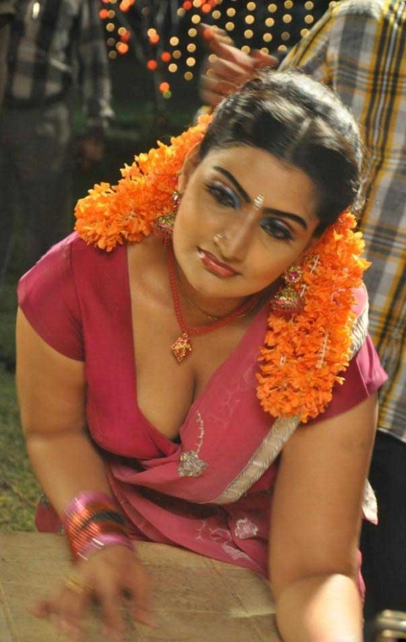 babilona hot stills in siruvani movie stills gallery 6 586x927 Anagarigam   Waheeda, Babylona   HOT photos