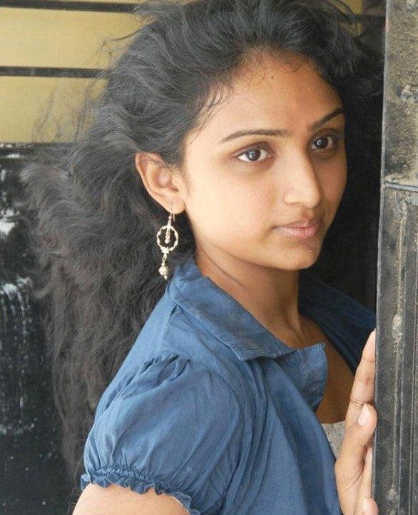 hot actress waheeda old childhood pics 586x721 Anagarigam   Waheeda, Babylona   HOT photos