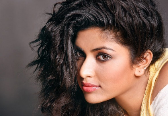 malayalam actress amala paul portfolio album 15 586x406 Amala Paul is all excited