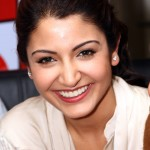 Anushka-Sharma-at-Reliance-Digital-to-promote-Ladies-vs-Ricky-Bahl