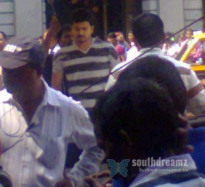 Exclusive-photos-of-Vijay-at-Thuppakki-shootingspot-5