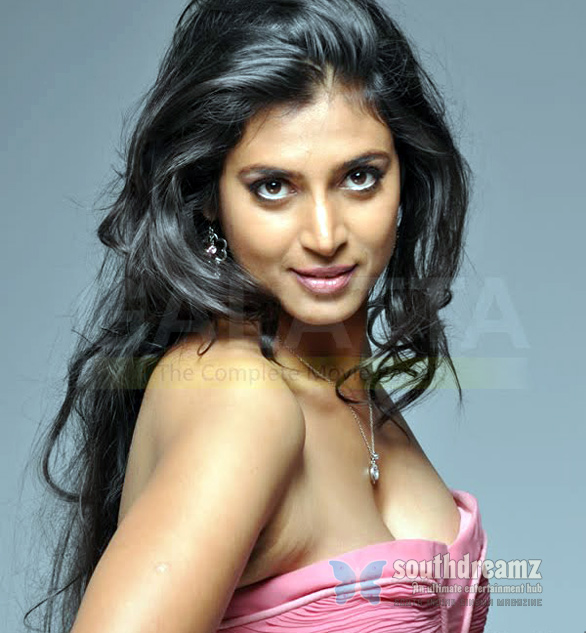 kasthuri hot navel cleavage pics 04 Naanga team meets Rajnikanth