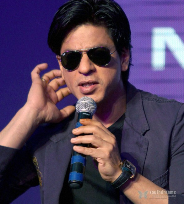 MCA plans to ban Shahrukh Khan 586x648 Shahrukh Khans autobiography coming soon