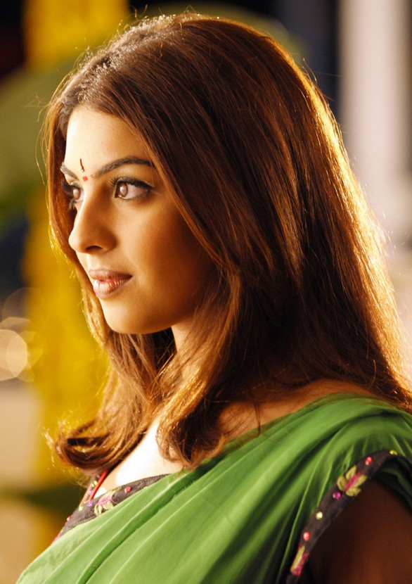 indian glamour actress richa gangopadhyay masala stills 7 586x830 Richa Gangopadhy interview