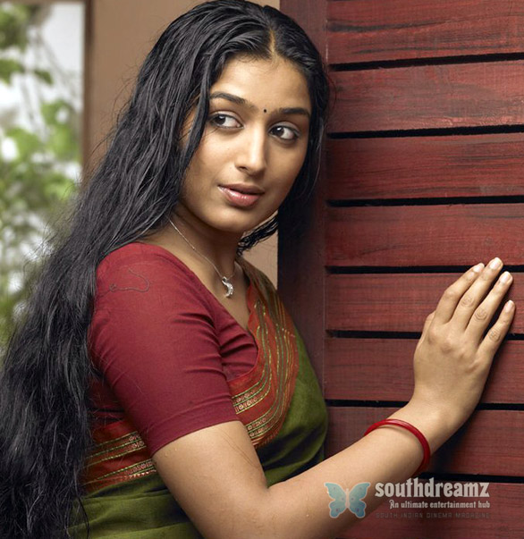 padmapriya saree stills wallpapers pics images 02 Padmapriya for an item dance