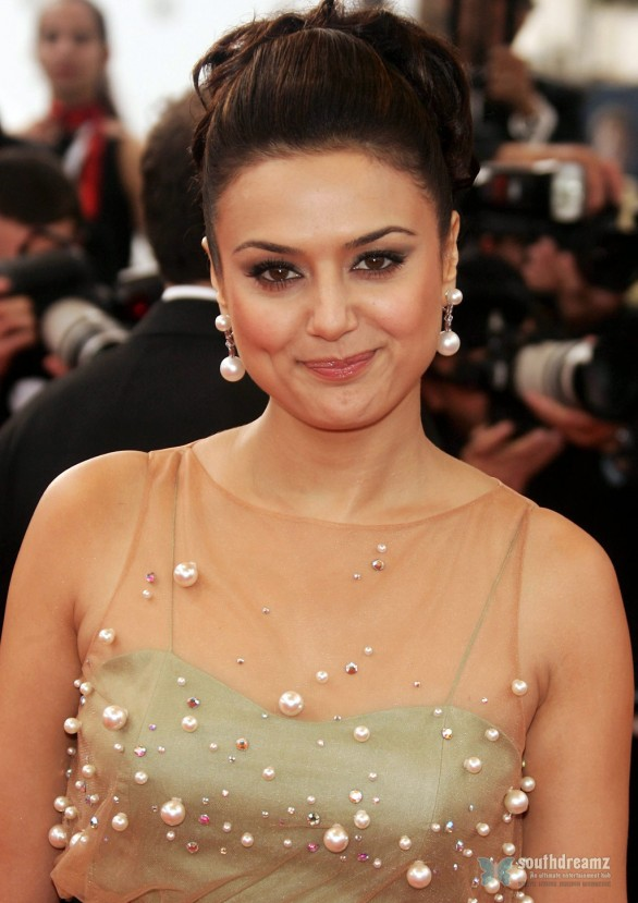 Preity Zinta attends Paris Je Taime Premiere Cannes May 18 2006 8 586x829 Preity Zinta back to work with Ishq In Paris