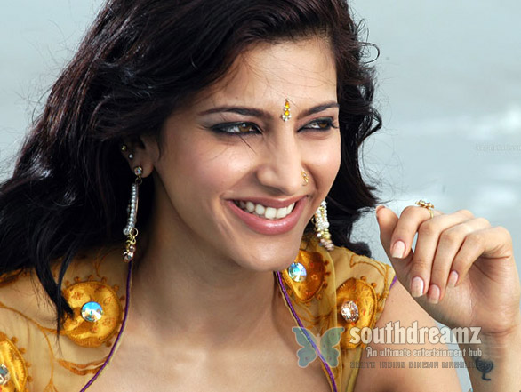 Shruti Hassan Hot Photos 1366 Shruti Hassan shares day for Charan and NTR!