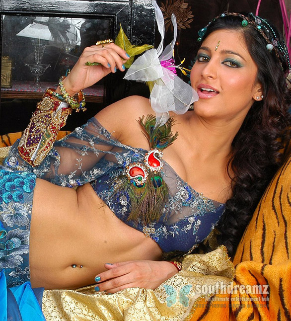 Shruti Hassan Hot Photos Shruti Hassan sees no difference
