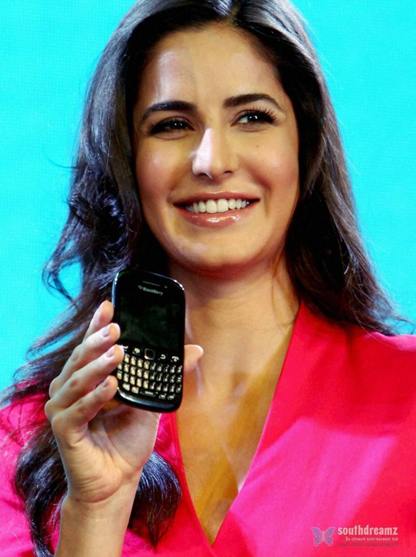 hot hindi actress katrina kaif at the launch of blackberry curve 9220 smartphone stills 5 586x784 Katrina Kaif a ballet beauty in Ek Tha Tiger