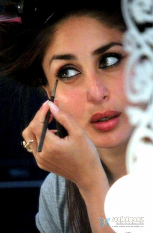 kareena kapoor stills 5 586x892 Kareena Kapoors Heroine First Look unveiled!