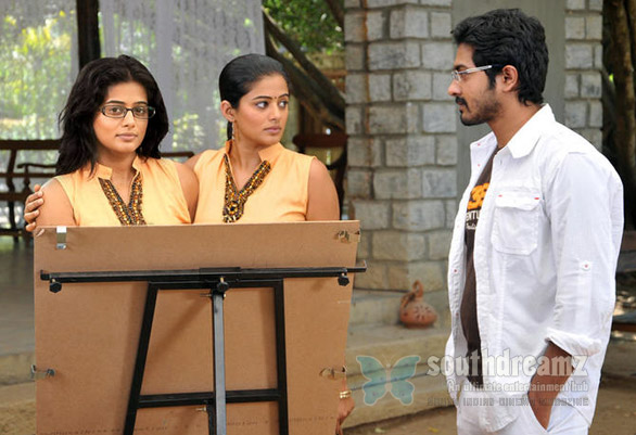 priyamani plays role conjoined twins charulatha 2 Priyamanis Charulatha   Conjoined twins, horror