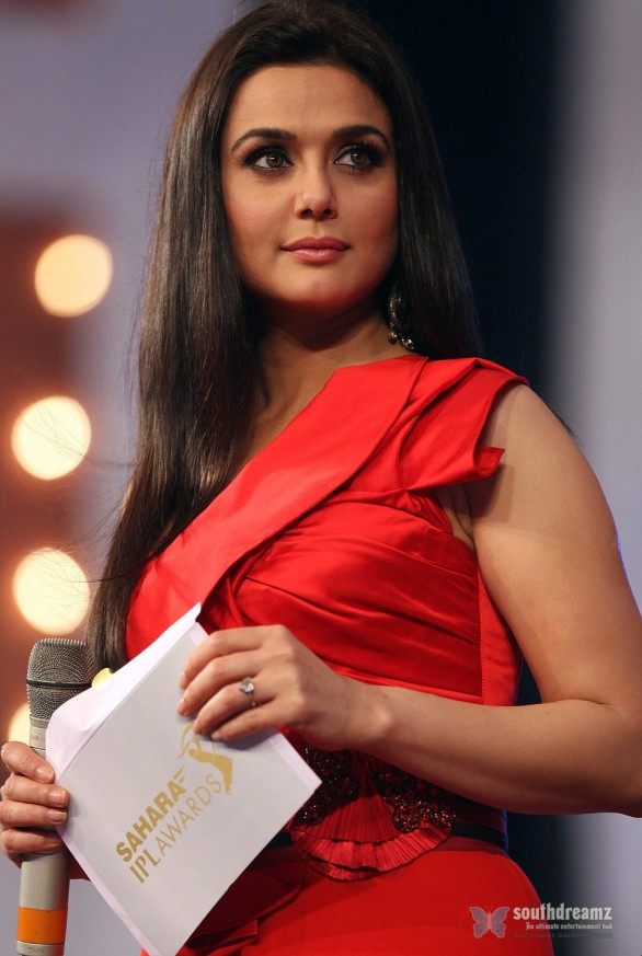 Preity Zinta at 2010 IPL Awards 4 586x873 Katrina Kaif, Priyanka Chopra, Deepika Padukone getting red and hot