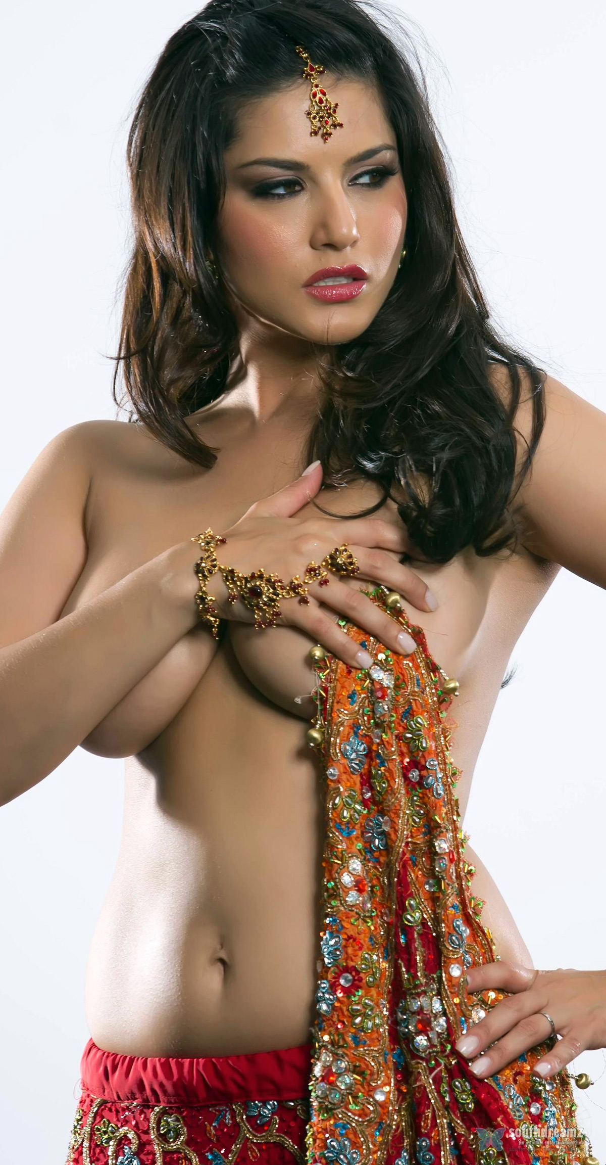 girls-semi-nude-indian-women