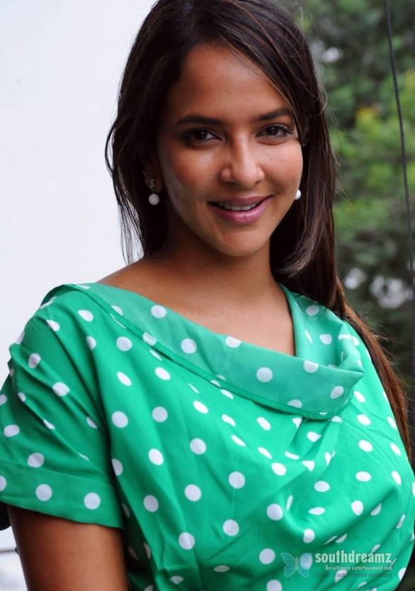 Lakshmi-Manchu-New-Photo