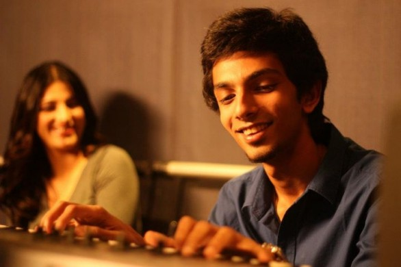 aniruth with shruti hassan pove making 586x390 Anirudh signs up for Bejoy Nambiars next