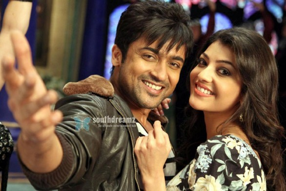 maatraan surya kajal agarwal love making photo 586x391 Maatraan   Creating a revolution in Digital Era