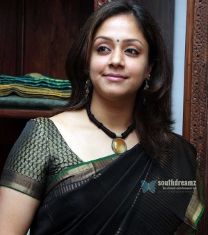 tamil-actress-Jyothika-hot-photos