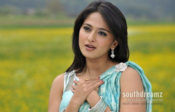 actress anushka glamour stills 4 586x376 Happy Birthday, Anushka!