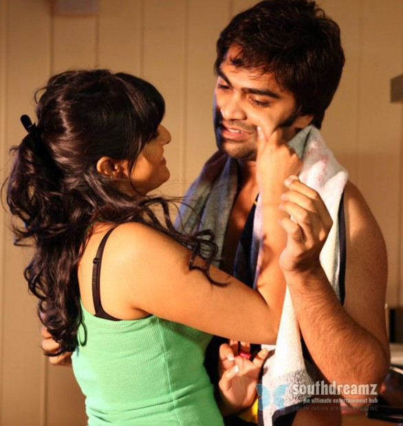 str simbu and varalaxmi at poda podi movie latest stills 586x620 Poda Podi review