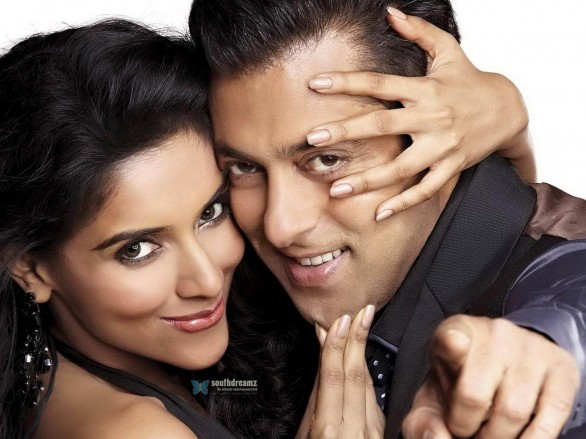 Asin and Salman Khan 586x439 Happy Birthday, Salman Khan!