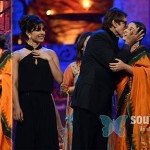 Amitabh-Bachchan-Kisses-Young-heroines-on-Stage