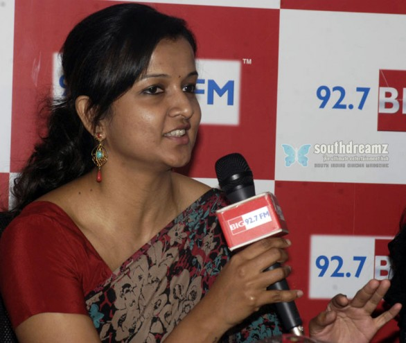 Kiruthiga-Udhayanidhi-neerparavai-team-in-big-fm