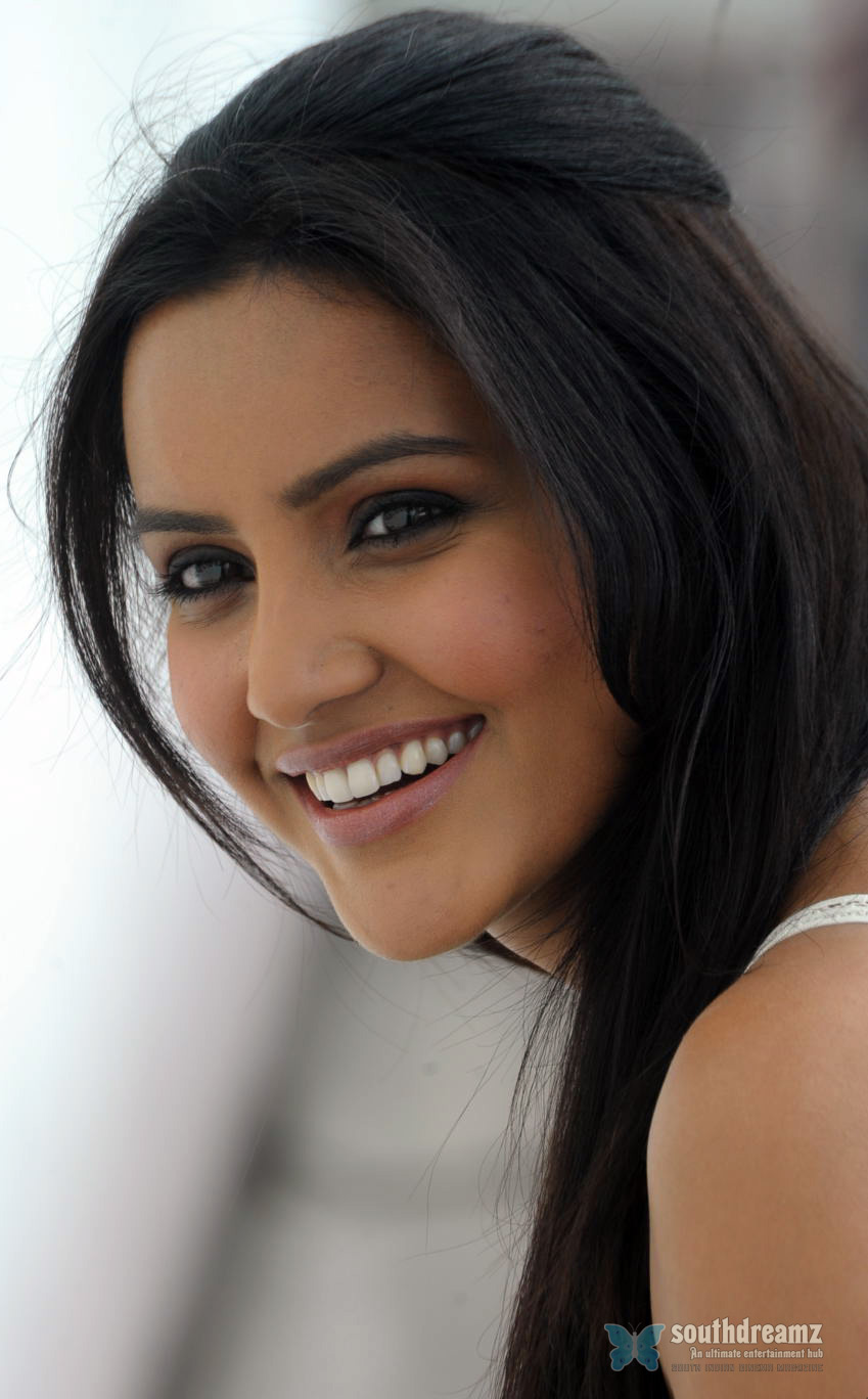 priya anand's fee skyrockets after ethir neechal's success