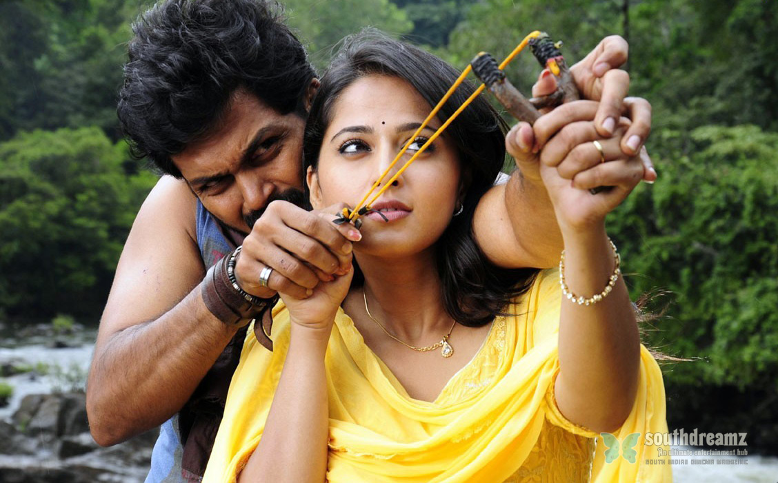 alex-pandian-karthi-anushka-love-making-stills-6