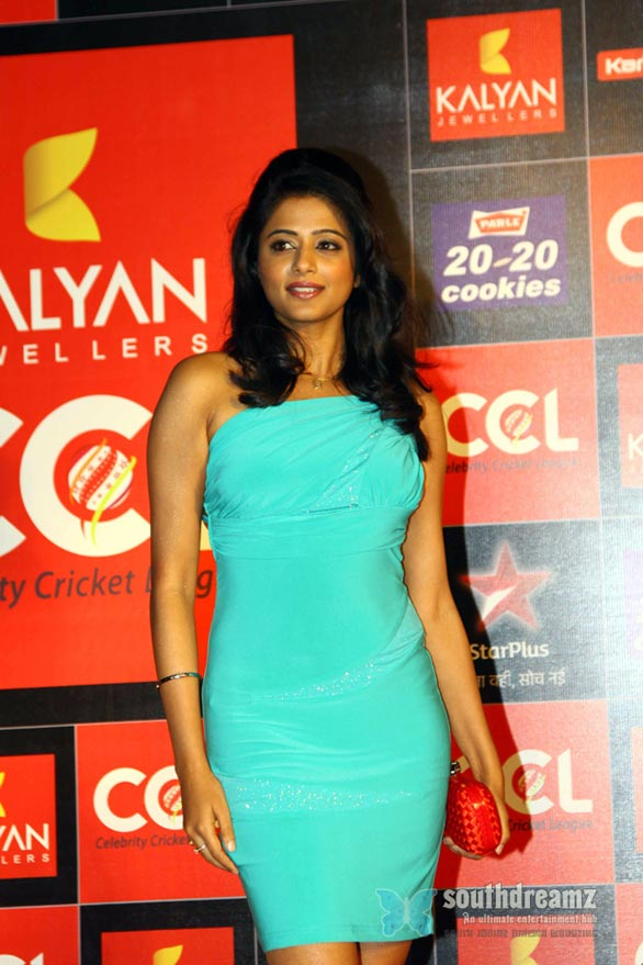 priyamani-Hot-Heroines-at-CCL-3-Curtain-Raiser-Photos-118
