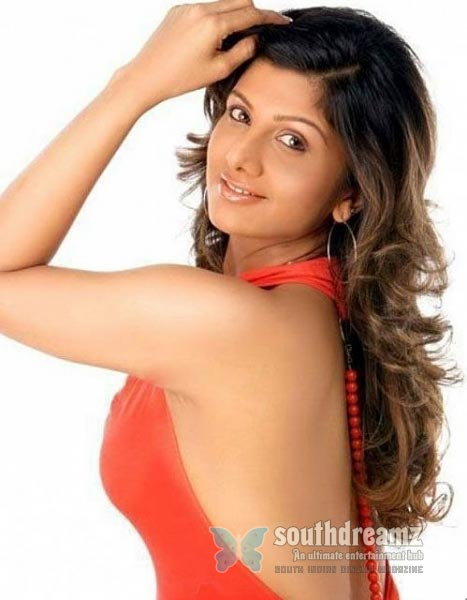 south-indian-glamour-actress-bare-back-latest-hot-stills-2