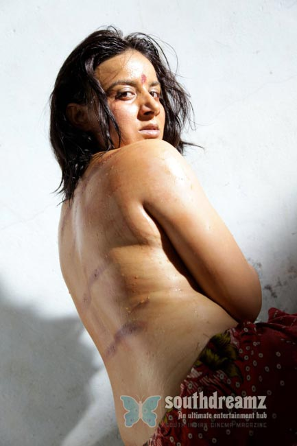 Hot & spicy actresses beautiful Bare Back photos