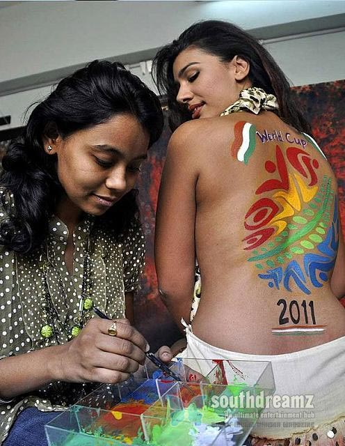 south indian glamour actress bare back latest hot stills 39 Hot & spicy actresses beautiful Bare Back photos