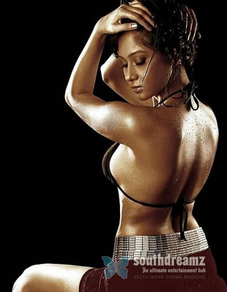 South Indian Glamour Actress Bare Back Latest Hot Stills Spicy