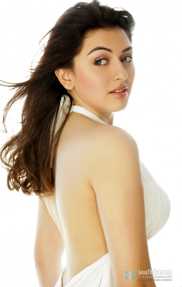 Hansika motwani goes backless 586x922 Story of Theeya Vela Seyyanum Kumaru