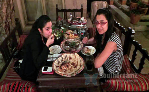 charmi-trisha-bonding