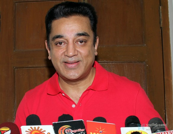 kamal haasan latest press meet photos3 586x454 Kamal Hassan fans on Vishwaroopam Release