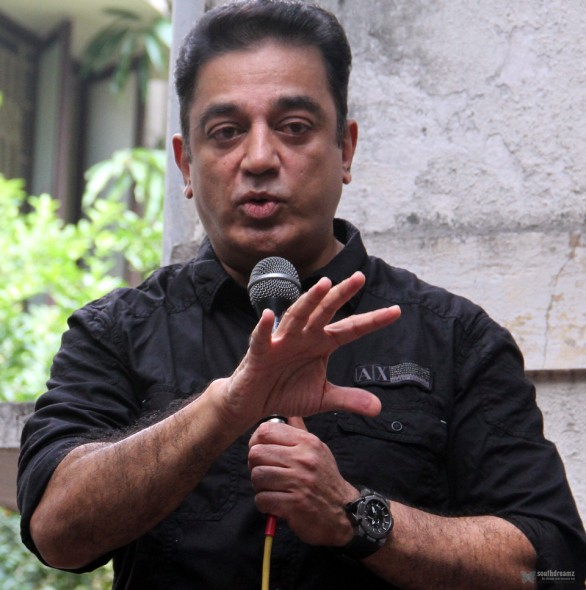 kamal haasan latest press meet photos9 586x590 Kamal Hassan fans on Vishwaroopam Release