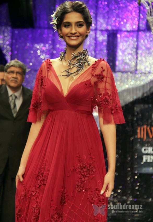 sonam kapoor ramp walk 586x849 Sonam Kapoor in Law Training