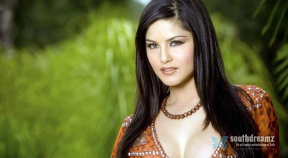 sunny-leone-red-dress-wallpaper