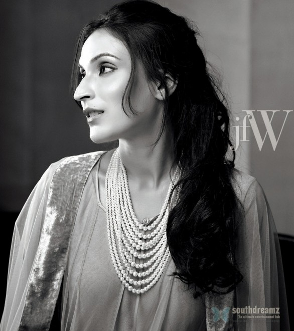 Aishwarya dhanush hot photo shoot 2 586x660 Vikram teams up with Bala for the third time?