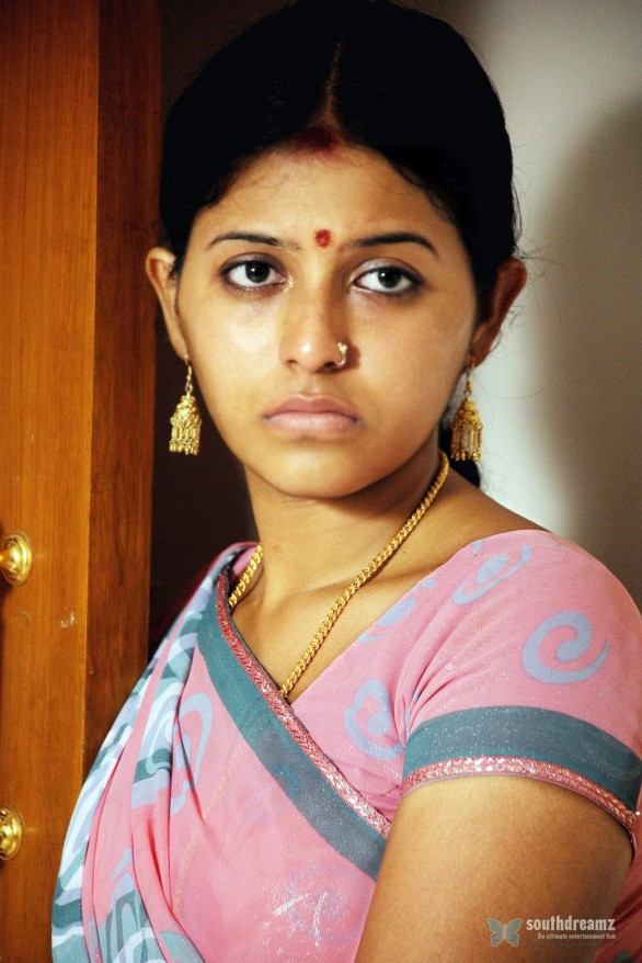 anjali stills in karungali tamil movie 586x878 Anjali! Who is that Guy?